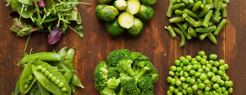 Чтобы получить витамин А и К - ешьте брокколи, брюссельскую капусту, морковь, зеленый горошек