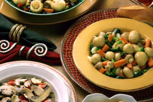 Консервирани гъби в прекрасни салати