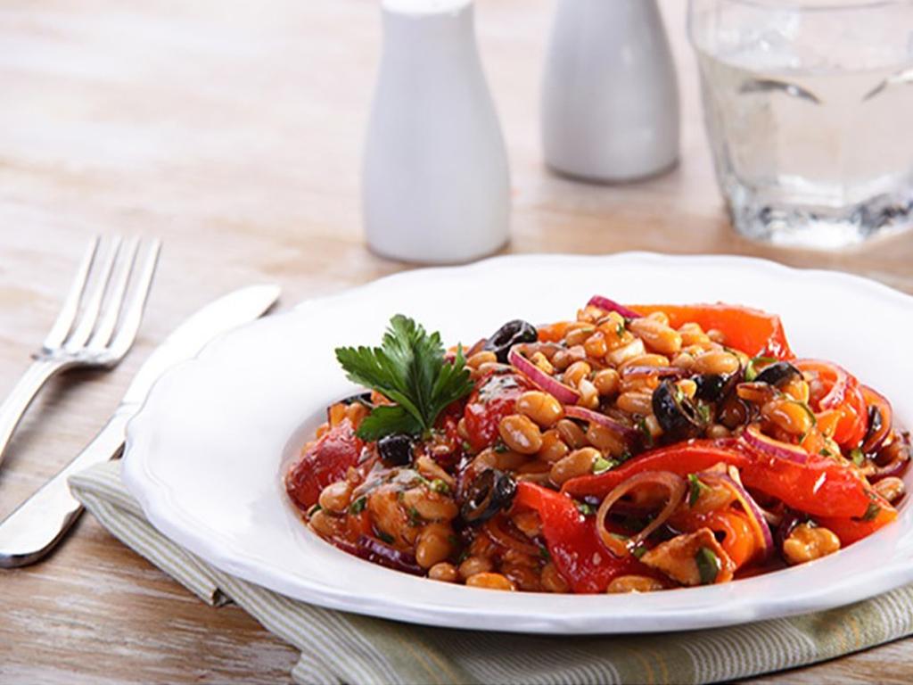 Ορεκτικό λευκών φασολιών με πιπεριές και ελιές