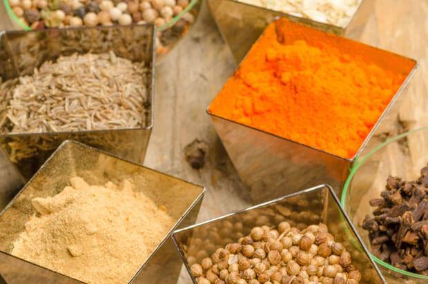 8 condimente pe care trebuie să le ai în cămară