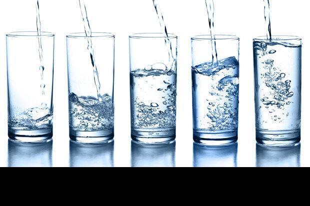 10 motive pentru a bea mai multă apă
