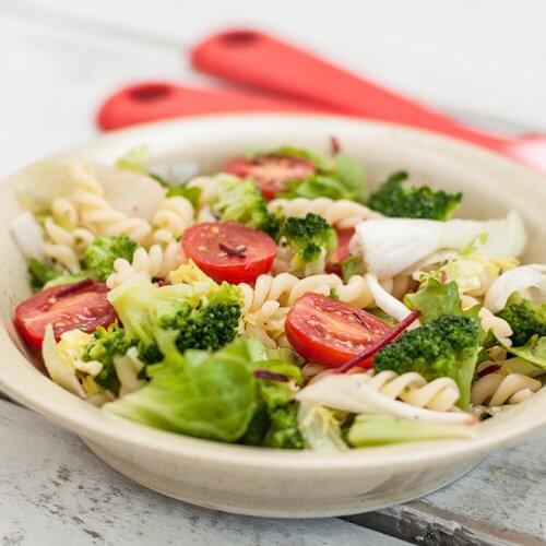 Salata răcoroasă de paste cu broccoli