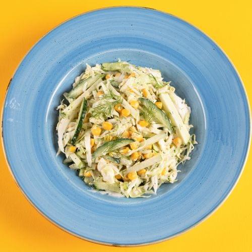 Salată de varză cu măr și porumb
