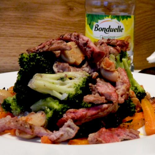 Antricot de vițel la grătar cu ciuperci, broccoli și morcov copt