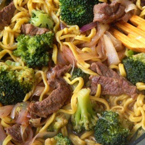 Broccoli cu carne de vită și tăieței