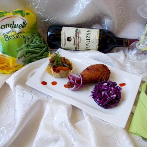 Coșulețe de parmezan cu legume sote și pulpe de pui crocante