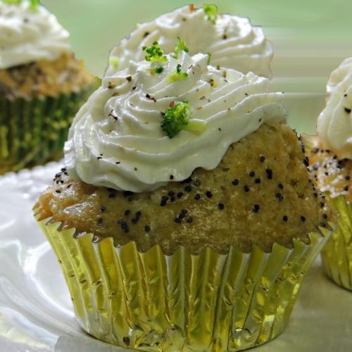Cupcakes aperitiv cu broccoli și somon afumat