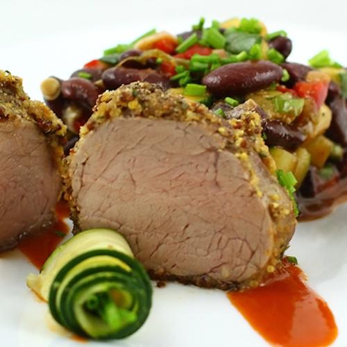 Mușchiuleț de porc cu muștar și salată caldă de fasole brună