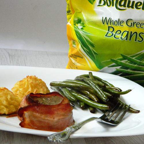 Mușchiuleț de porc în bacon cu cartofi Duchesse și salată de fasole verde