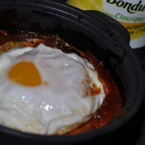 Ouă pe pat de legume