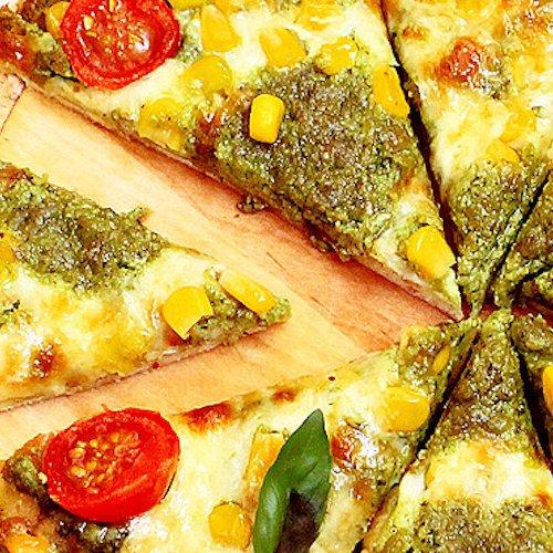 Pizza cu porumb crocant şi pesto