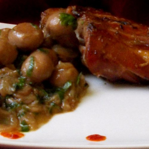 Pulpă de iepure la grătar cu ciuperci sote