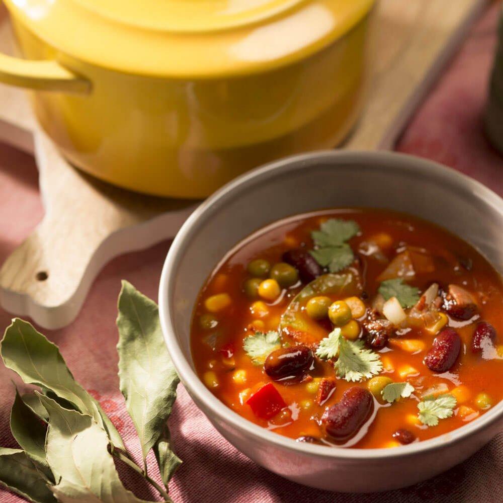Supă de roșii cu fasole roșie, porumb și bacon