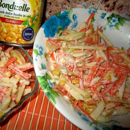 Salată de morcovi cu mere și porumb