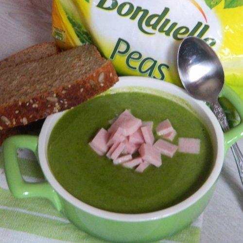 Supă cremă de mazăre și salată verde
