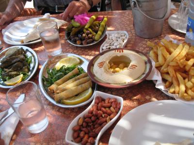 Стол с ливанскими блюдами