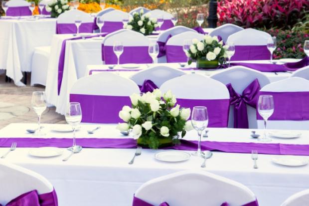Скатерть, салфетки, столовые приборы, свечи – правила декорации стола