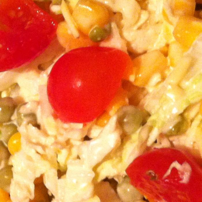 Салат из пекинской капусты, горошка и кукурузы