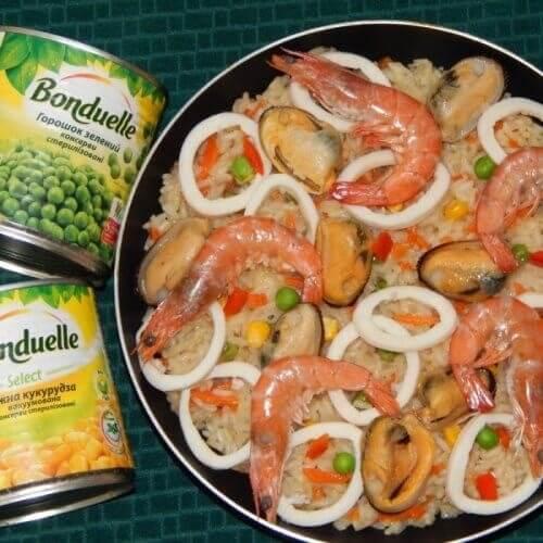Паэлья с овощами и морепродуктами