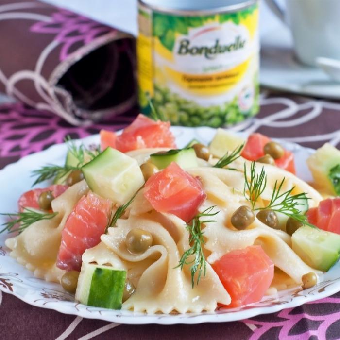 Салат из пасты с зеленым горошком