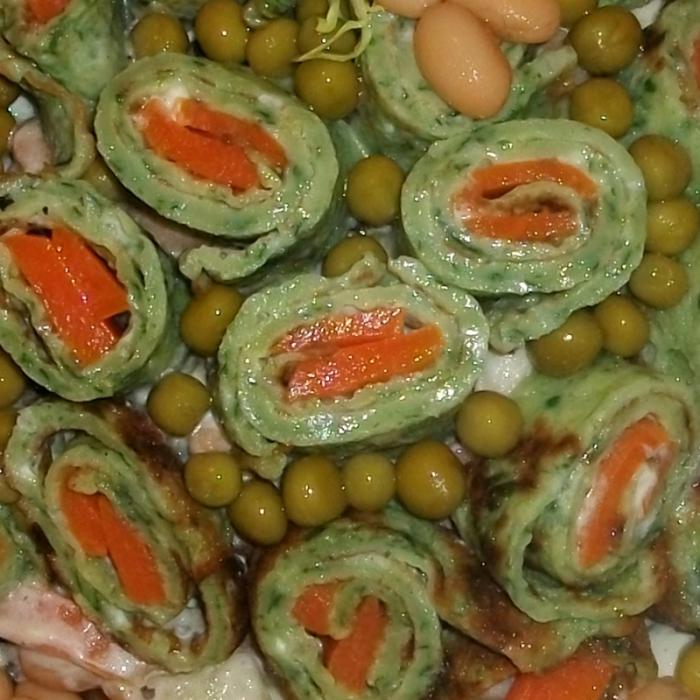 """Салат со шпинатными блинами """"Вкусняшка"""""""
