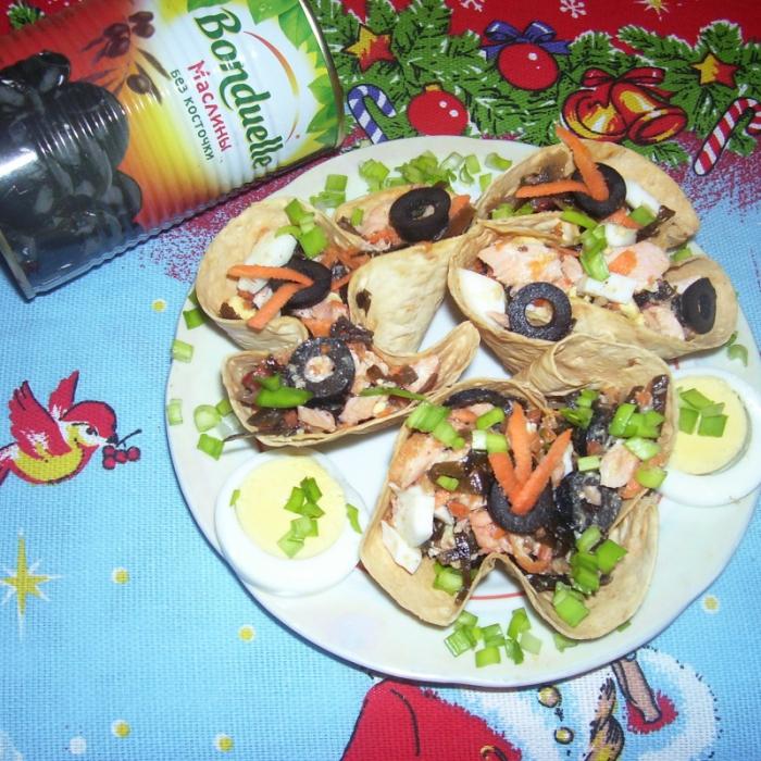 Салат в корзинке из лаваша