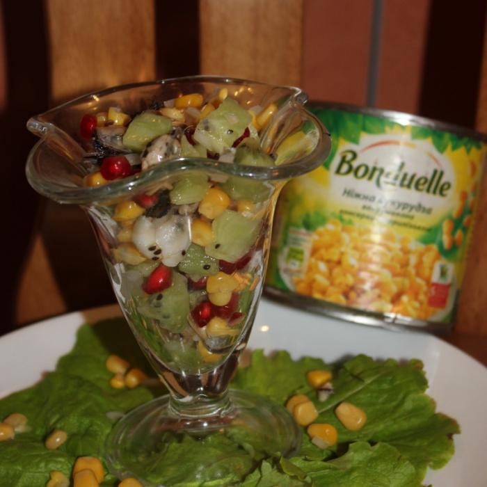 """Витаминный салат с морепродуктами и кукурузой """"Бондюэль"""""""