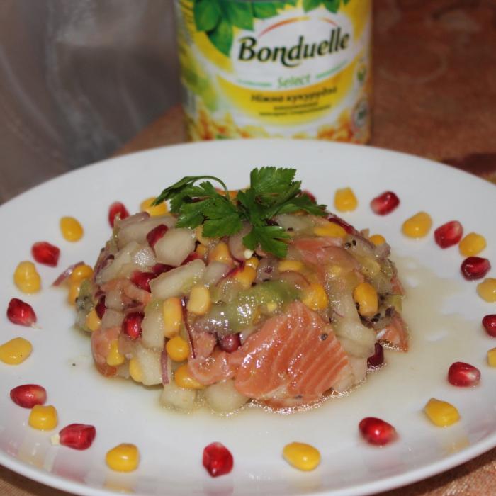 """Тартар из лосося, фруктов и кукурузы """"Бондюэль"""""""