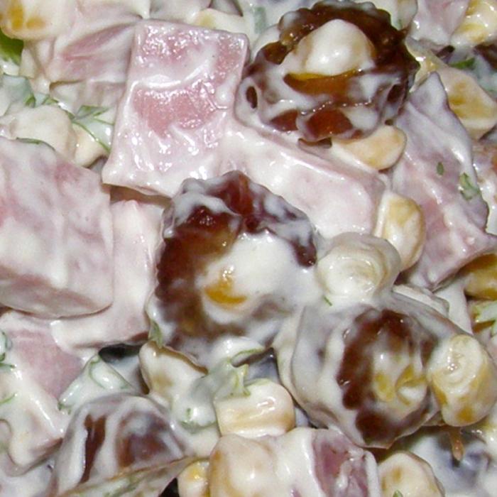 Салат с финиками и кукурузкой