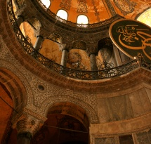 Купол храму в Турції при погляді зсередини
