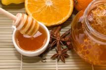 Чай з медом та апельсин поруч