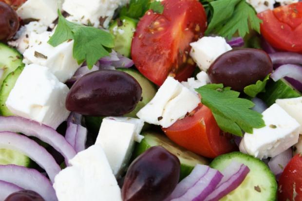 Шукаєте рецепти салатів та овочевих страв? Скуштуйте грецький салат