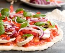 Дієтична піца з Італії на столі