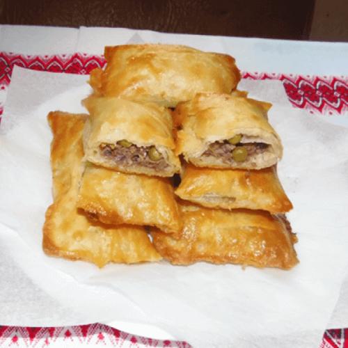 Листкові булочки з м'ясним фаршем та ніжним горошком Бондюель